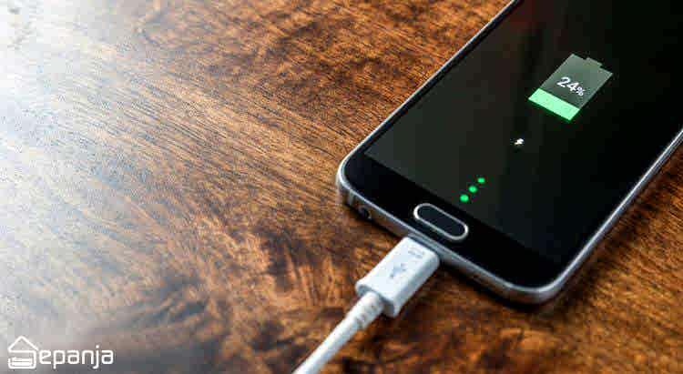 چگونه در سفر بدون دسترسی به برق، گوشی موبایل خود را شارژ کنیم؟