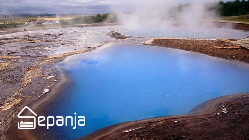 چشمه آبگرم از جاهای دیدنی زیارت