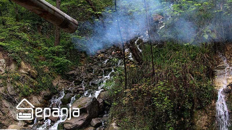 نمایی از آبشار آب پری در استان مازندران