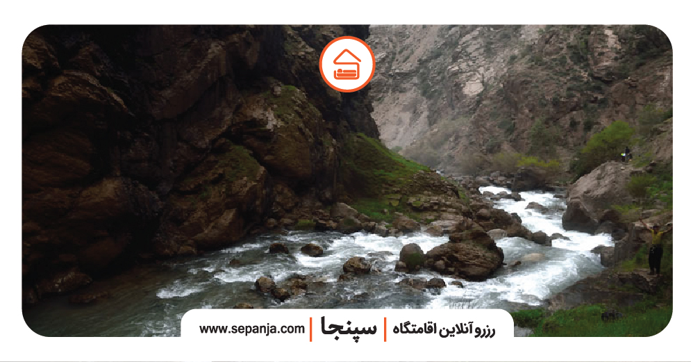 آبشار تنگ زندان از بهترین جاهای دیدنی استان چهار محال و بختیاری