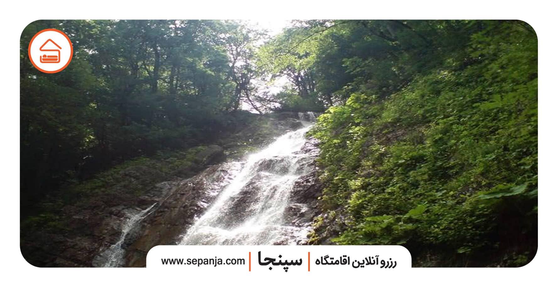 آبشار سنگ بن چشمه از بهترین جاهای دیدنی تنکابن