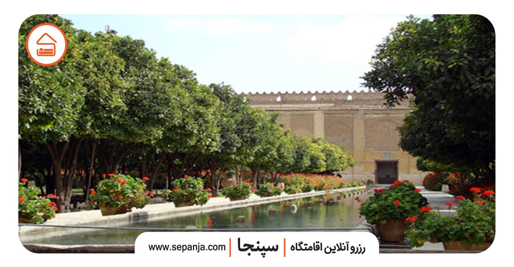 نمایی از حیاط و معماری ارگ کریمخان شیراز