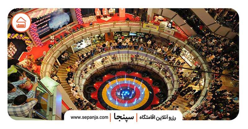 نمایی از داخل مرکز خرید دنیای نور تهران