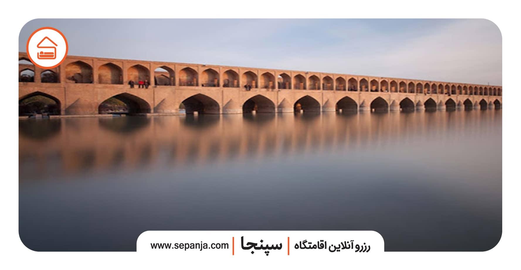نمایی از سی و سه پل از بهترین جاهای دیدنی اصفهان