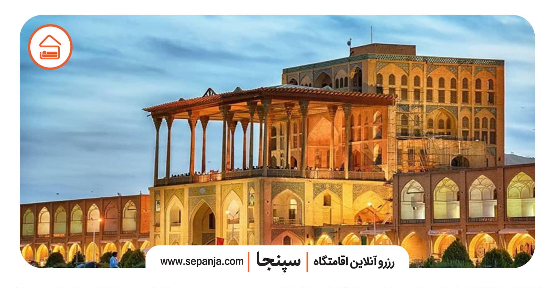 نمایی از عمارت و کاخ عالی قاپو