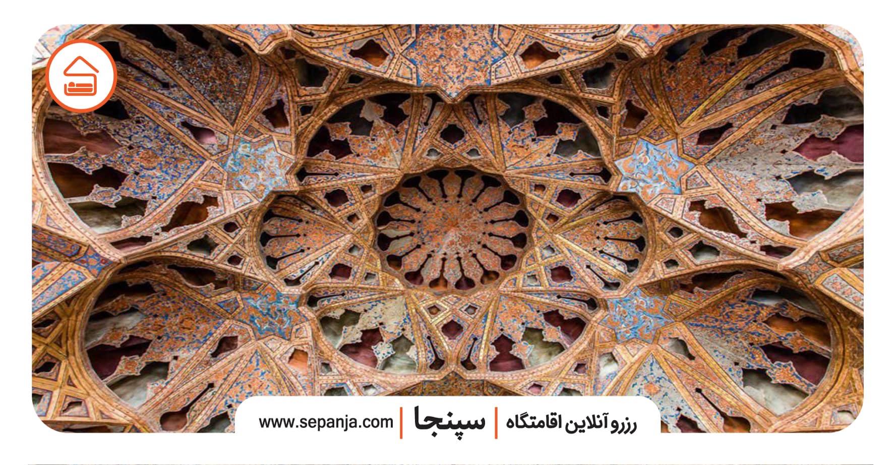 نمایی از تزئینات عمارت عالی قاپو اصفهان