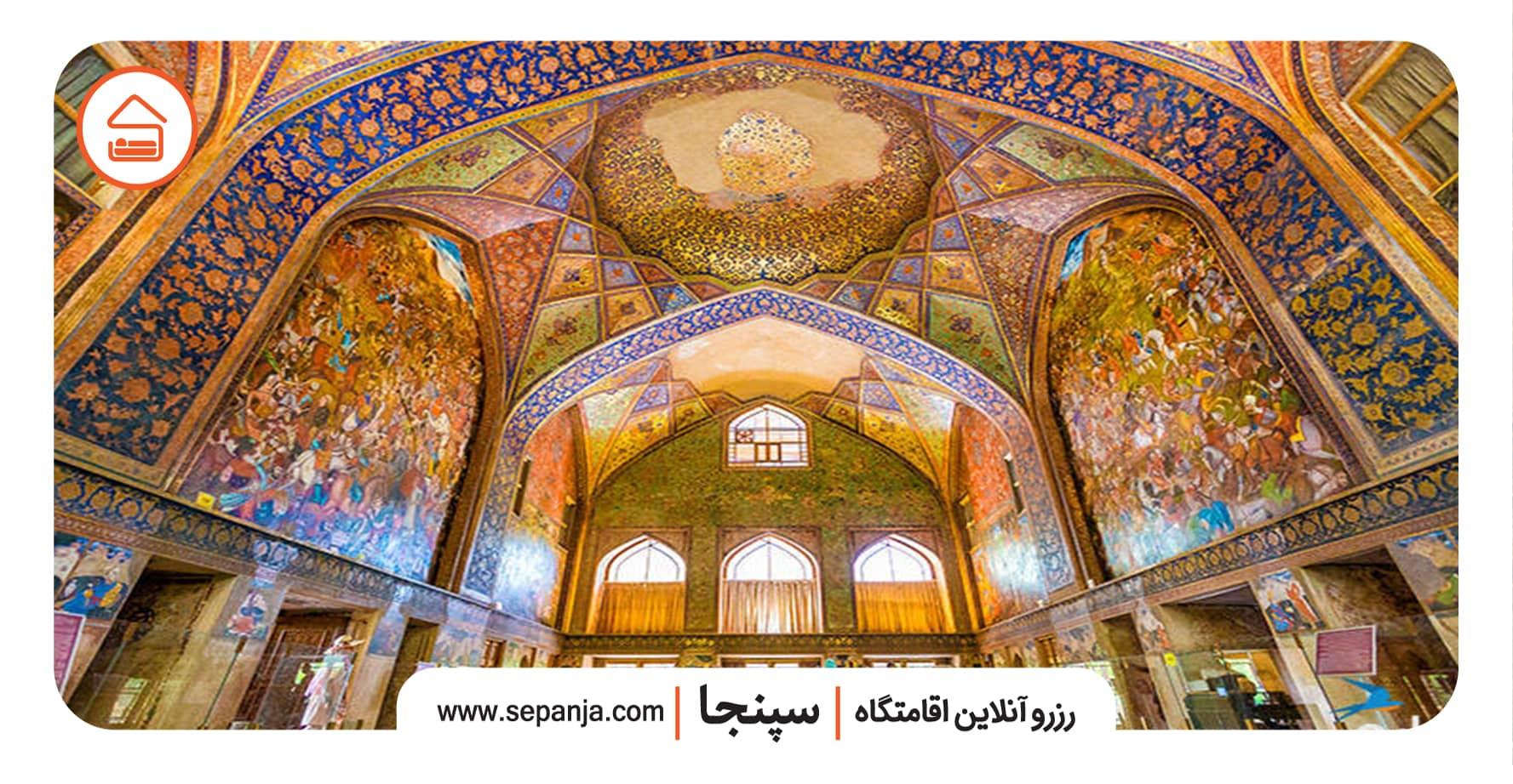 نمایی از نقاشی های کاخ چهل ستون اصفهان