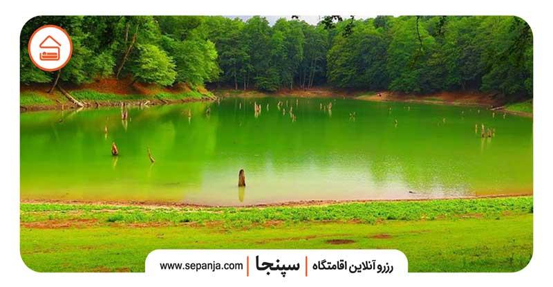 نمایی از دریاچه چورت از بهترین جاهای دیدنی شهرستان ساری
