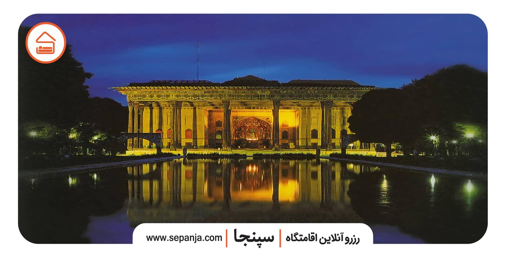 نمایی از معماری کاخ چهل ستون اصفهان