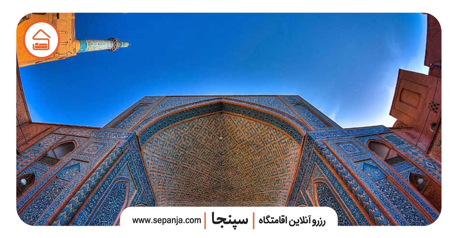 نمایی از مناره های مسجد جامع یزد