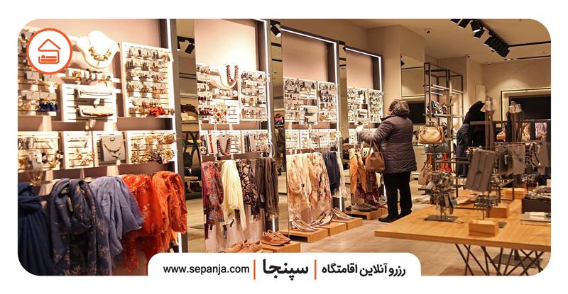 نمایی از فروشگاه های مرکز خرید گالریا تهران