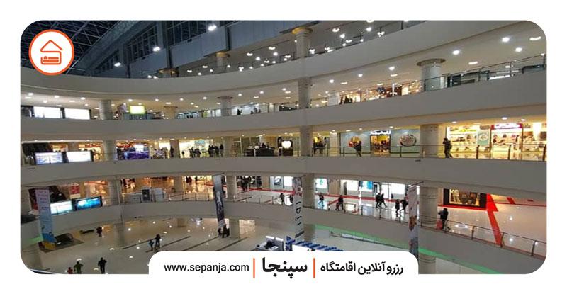 نمایی از داخل مرکز خرید مگامال در اکباتان تهران