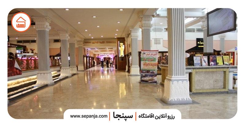 نمایی از داخل مرکز خرید مروارید کیش