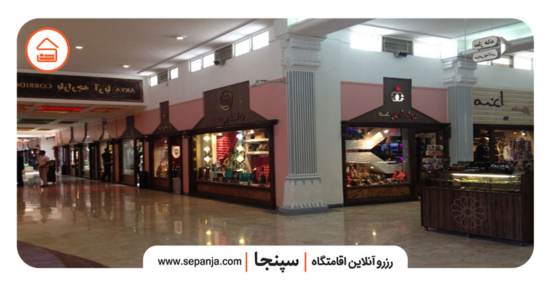 نمایی از مغازه های مرکز خرید مروارید کیش