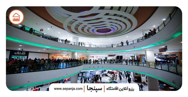 نمایی از مرکز خرید رویامال جزیره کیش