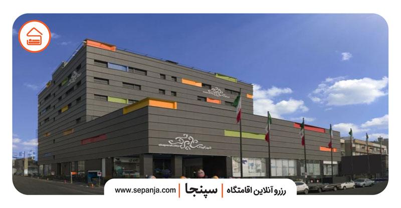 نمایی از مجتمع تجاری شاپرک از بهترین مراکز خرید شرق تهران
