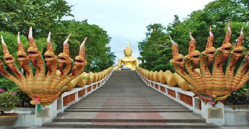پله های معبد بودا