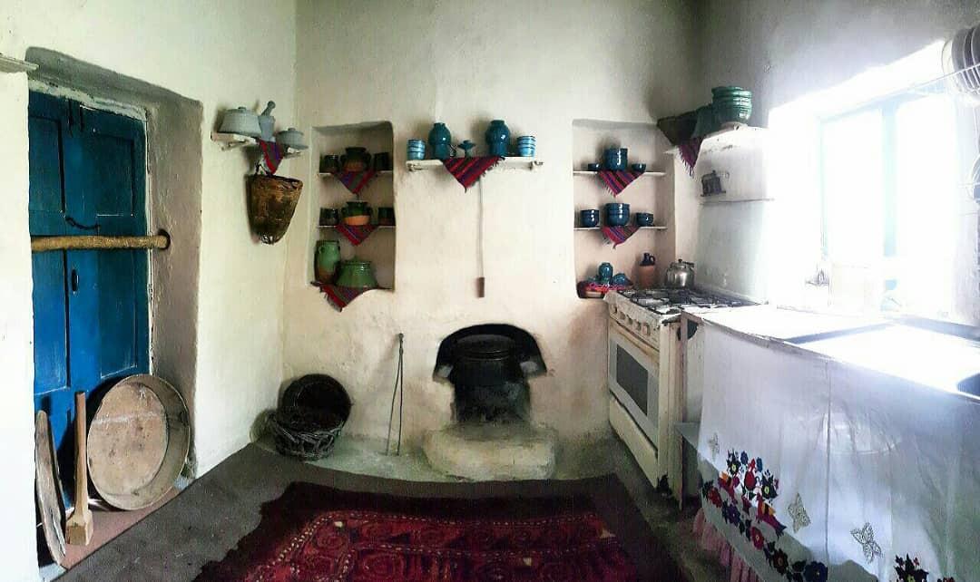 بوم گردی خانه سنتی در آزاد شهر - اتاق 2