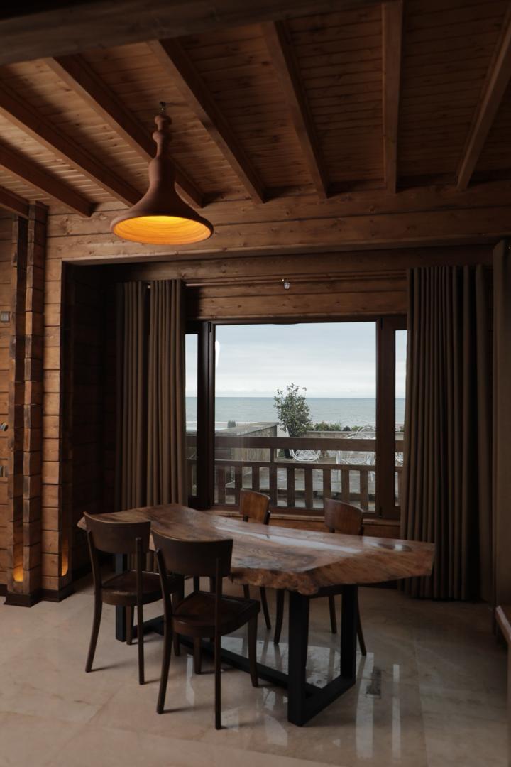 ساحلی اجاره ویلا چوبی استخردار با ویو دریا - هریس