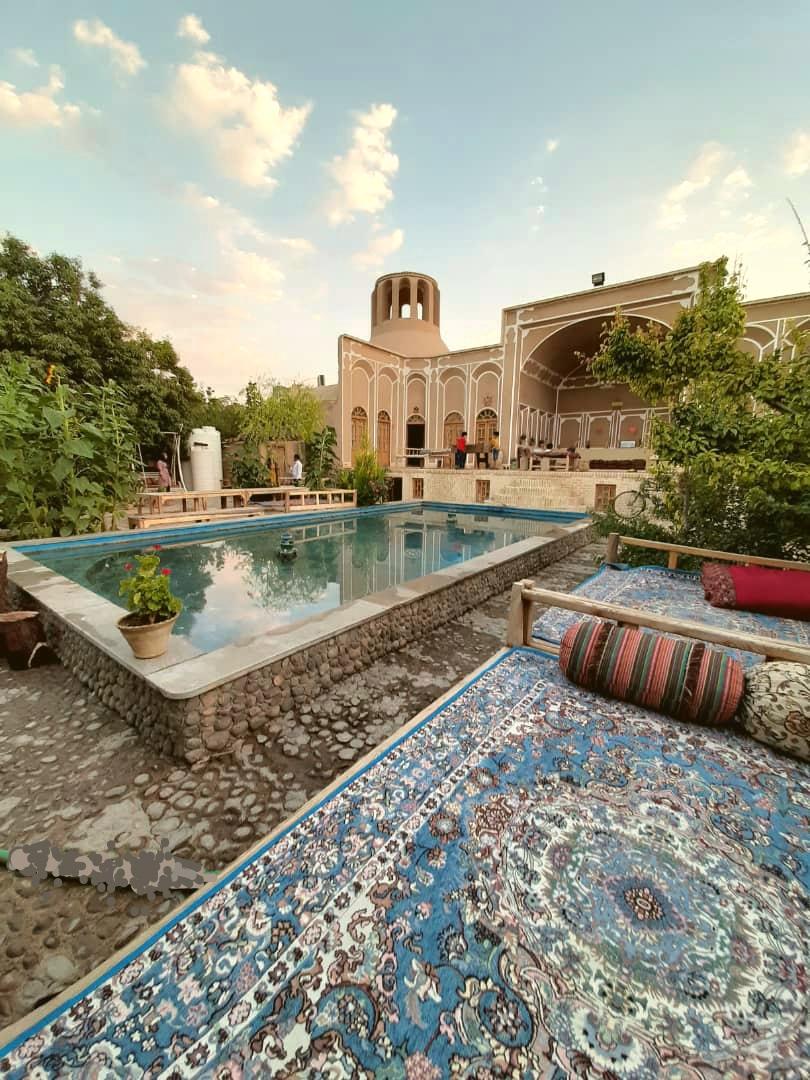 Eco-tourism اقامتگاه سنتی در مهریز یزد | اتاق 3تخته همکف