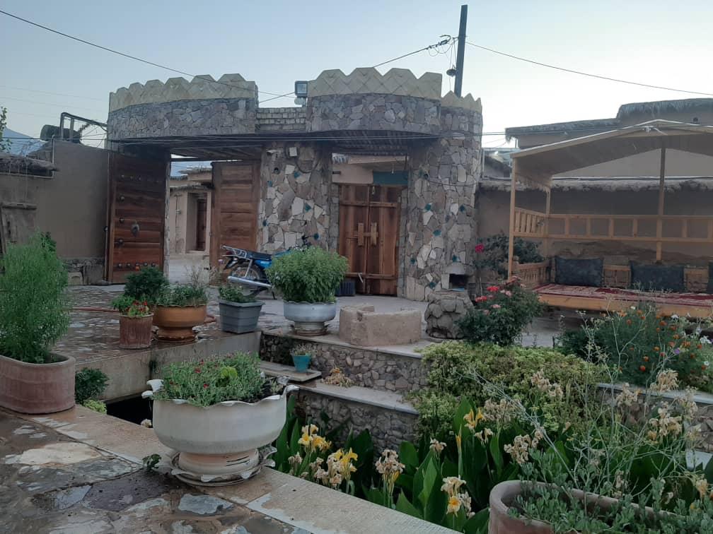 بوم گردی اتاق سنتی در (درب قلعه )استهبان
