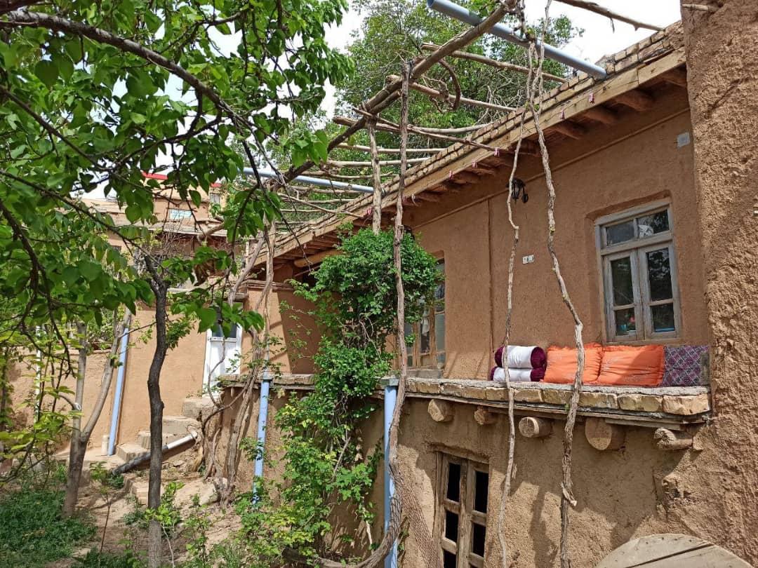 بوم گردی سوئیت سنتی در روئین اسفراین - دژ1