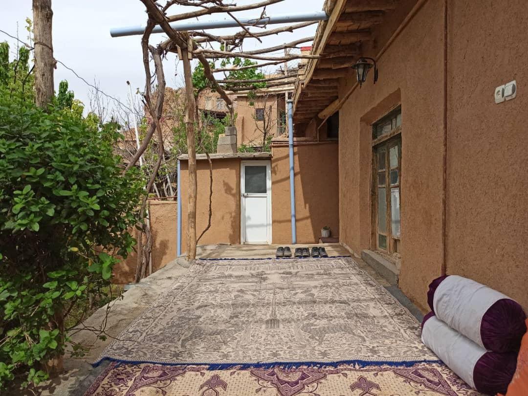 بوم گردی اتاق سنتی در روئین اسفراین - دژ 2
