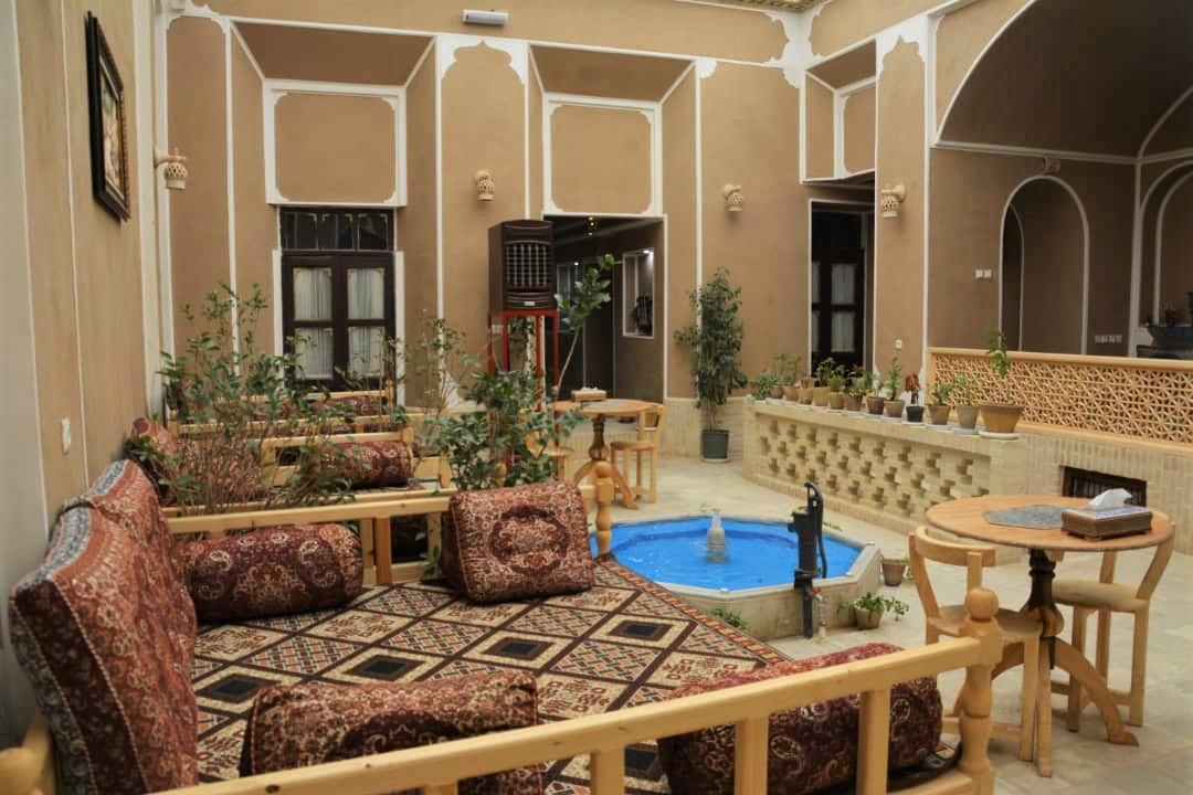 بوم گردی اتاق سنتی در قیام یزد - شقایق