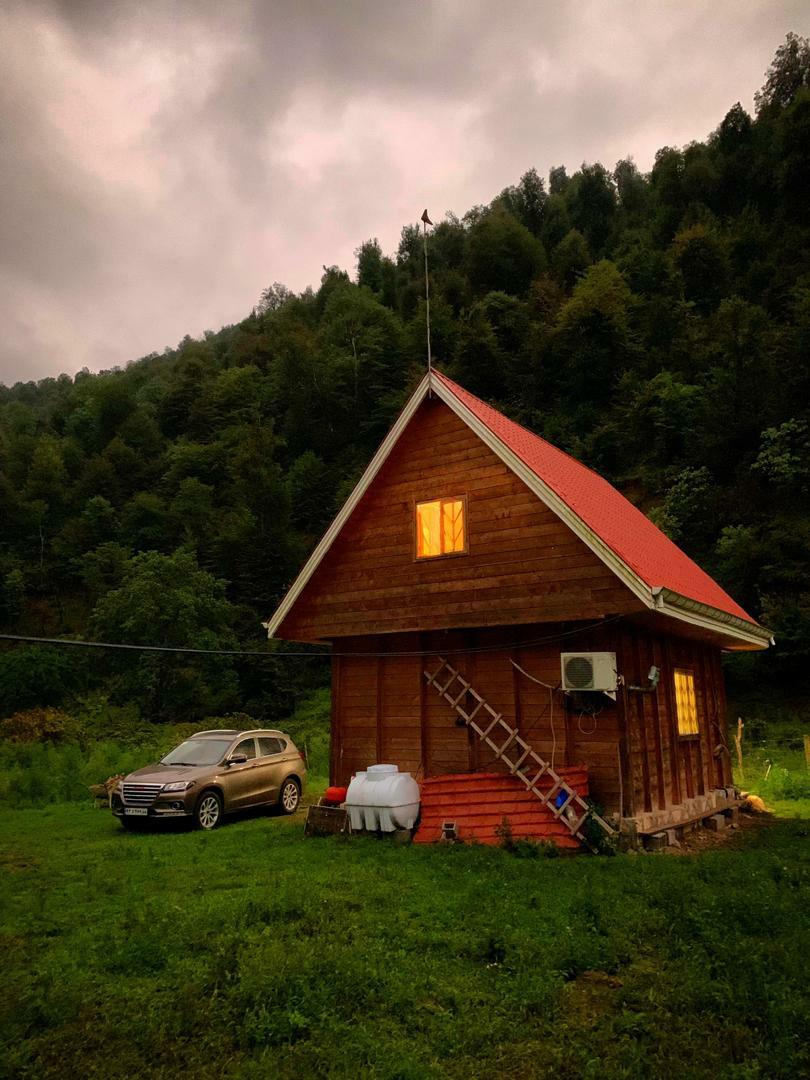 جنگلی کلبه چوبی جنگلی در شاندرمن