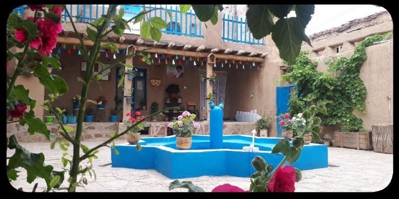 بوم گردی خانه سنتی در روستای درخت سپیدار مشهد