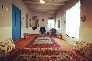 بوم گردی خانه سنتی در آزاد شهر -اتاق ابریشم