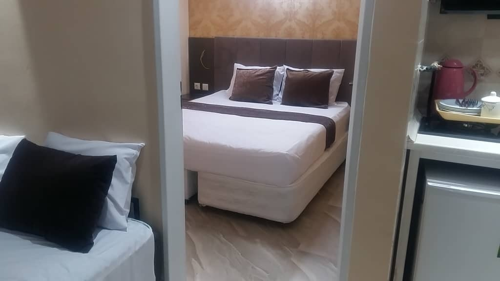 ساحلی هتل آپارتمان مبله دربیت المقدس مشهد  - اتاق 2