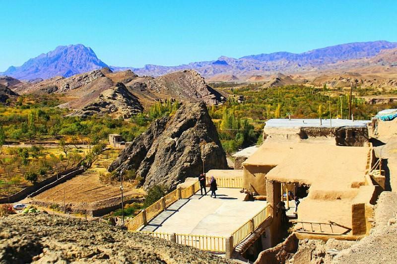 Eco-tourism اقامتگاه بومگردی در کوه سرخ کاشمر