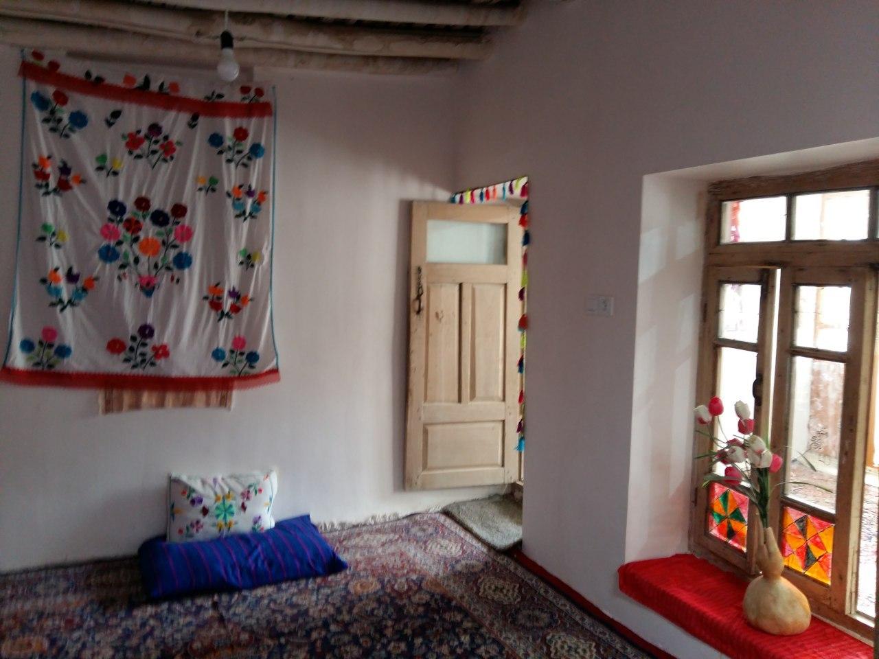 Eco-tourism اتاق سنتی در روئین اسفراین