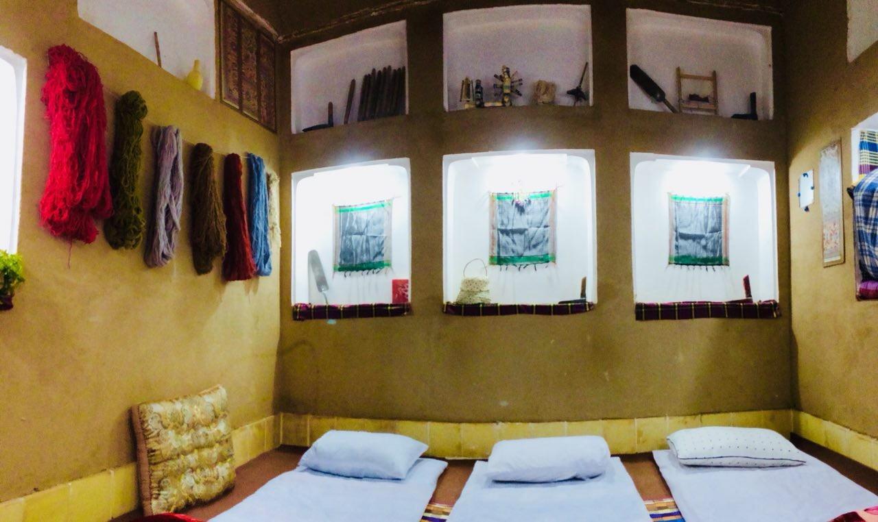 بوم گردی استراحتگاه بومگردی ارزان قیمت در شهر یزد -  اتاق شعر باف