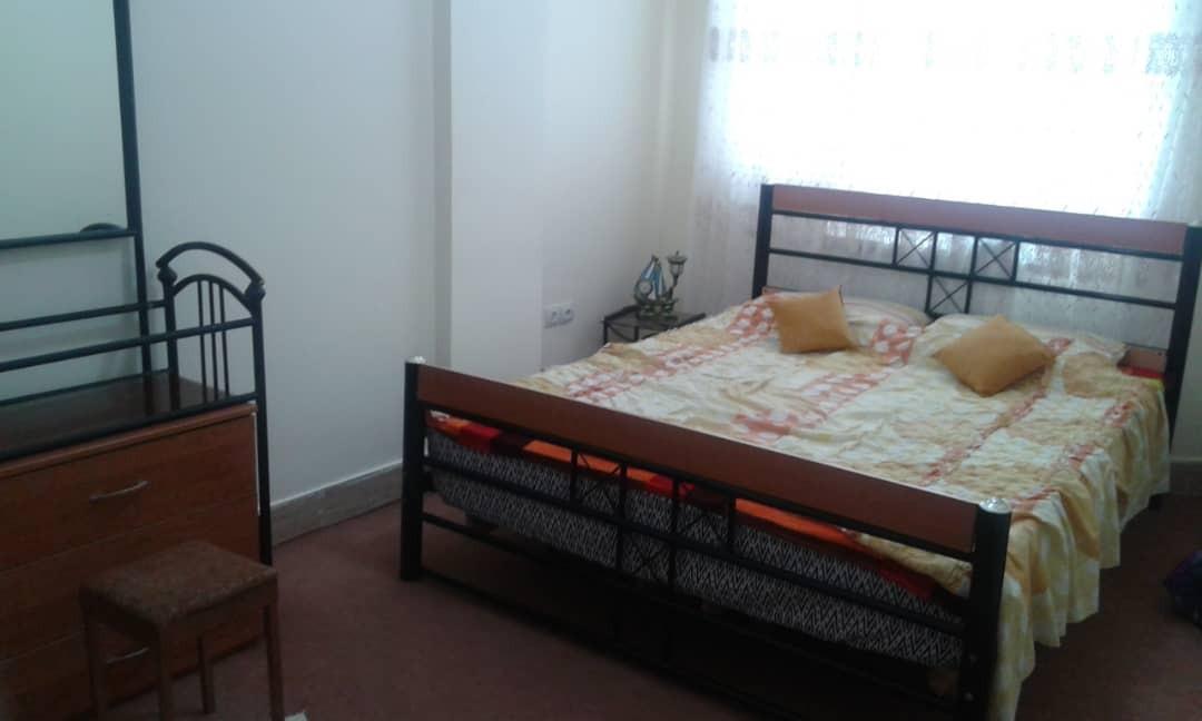 درون شهری آپارتمان دو خوابه شیک صدرا