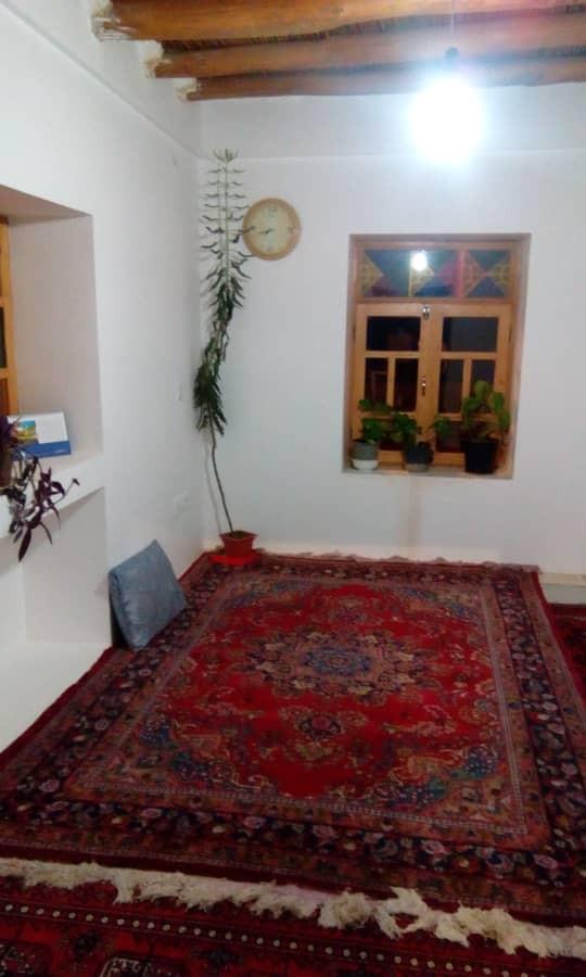 بوم گردی خانه سنتی با کیفیت در مهر توران سمنان-اتاق یکم