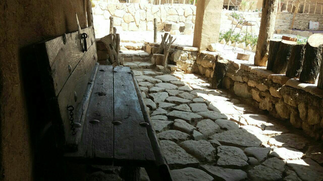 بوم گردی اقامتگاه بومگردی در قصر یعقوب خرم بید _اتاق 3