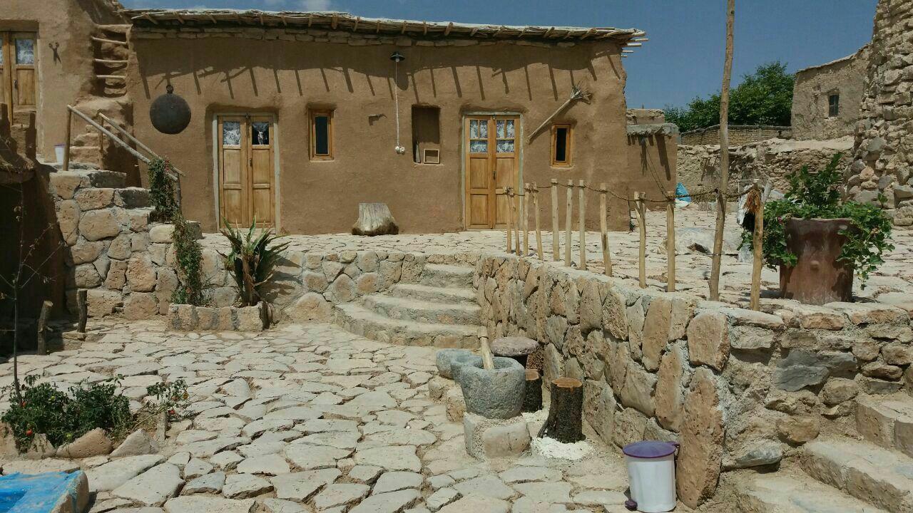 بوم گردی خانه سنتی در قصر یعقوب خرم بید _اتاق 10
