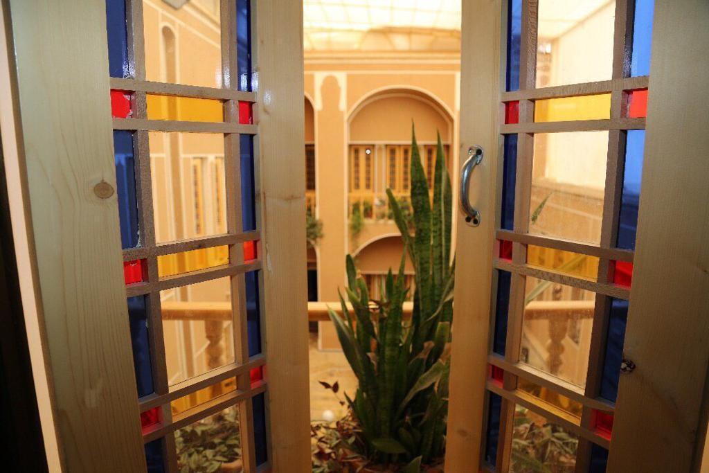 درون شهری بومگردی سنتی در یزد -  سه تخته