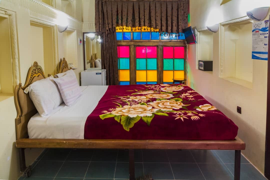 درون شهری هتل سنتی در شیراز-124