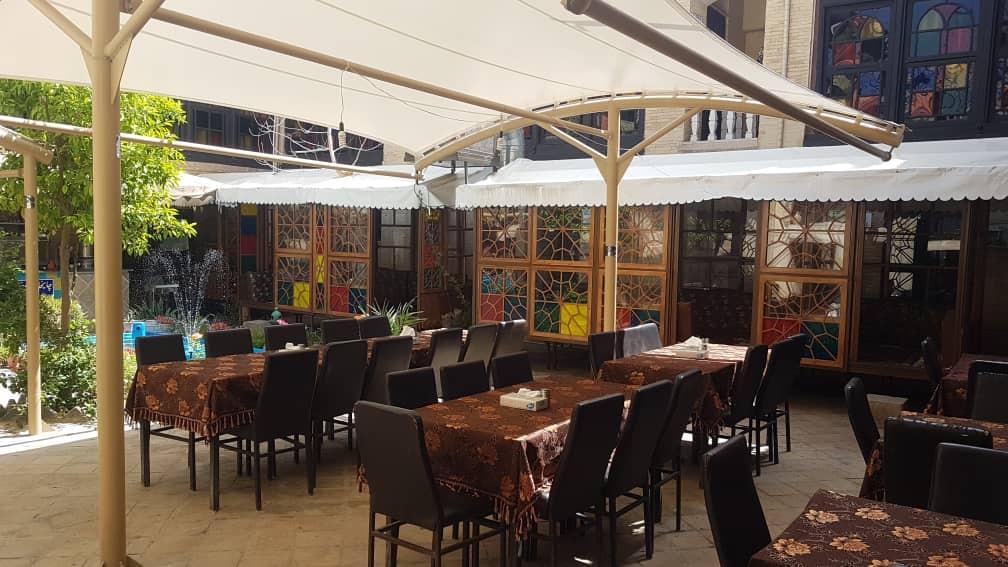 درون شهری هتل سنتی در شیراز-123