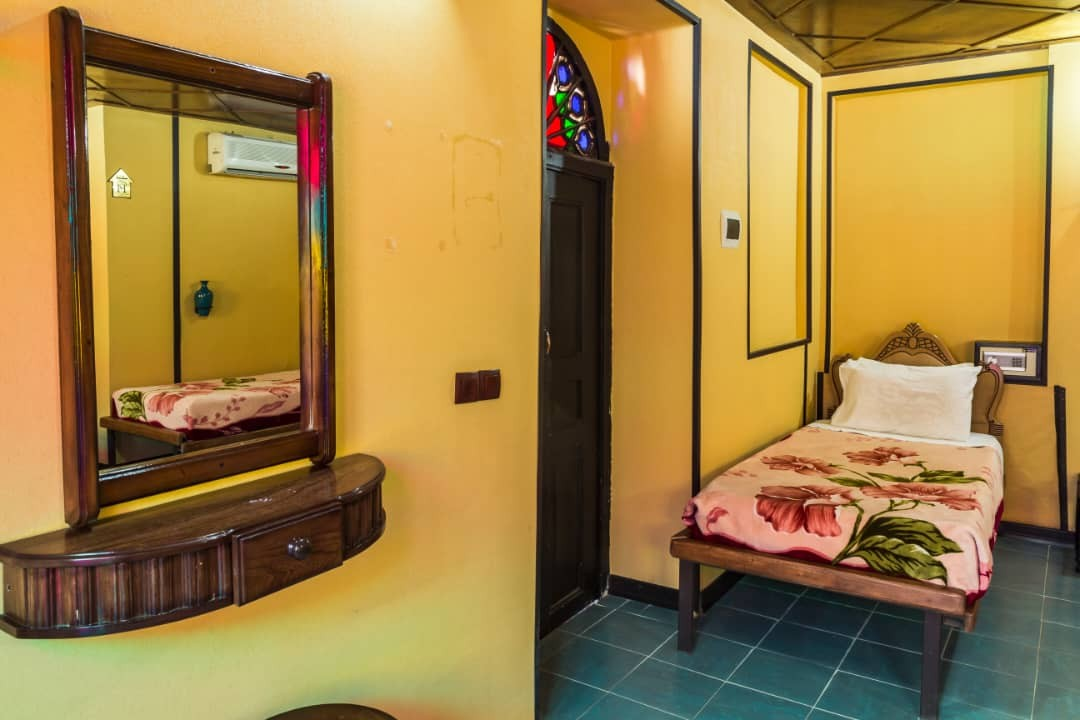 درون شهری هتل سنتی در شیراز-110