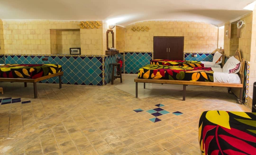درون شهری هتل سنتی در شیراز-119