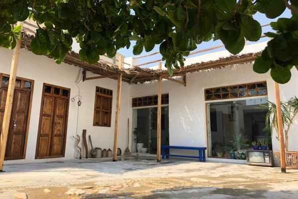 شهری خانه سنتی در خیابان ساحلی کنگان