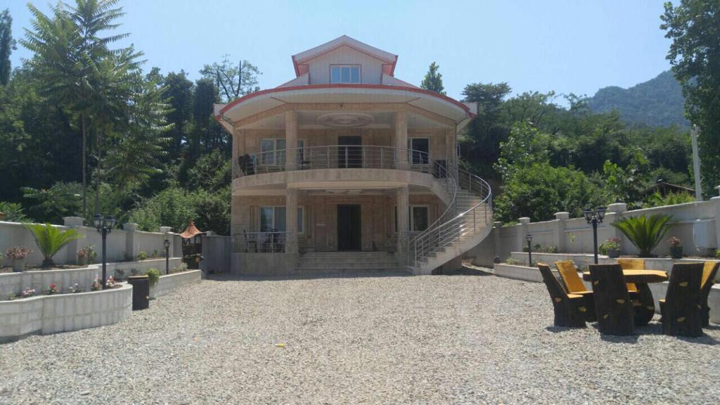 ویلا سرای لاکچری قلعه