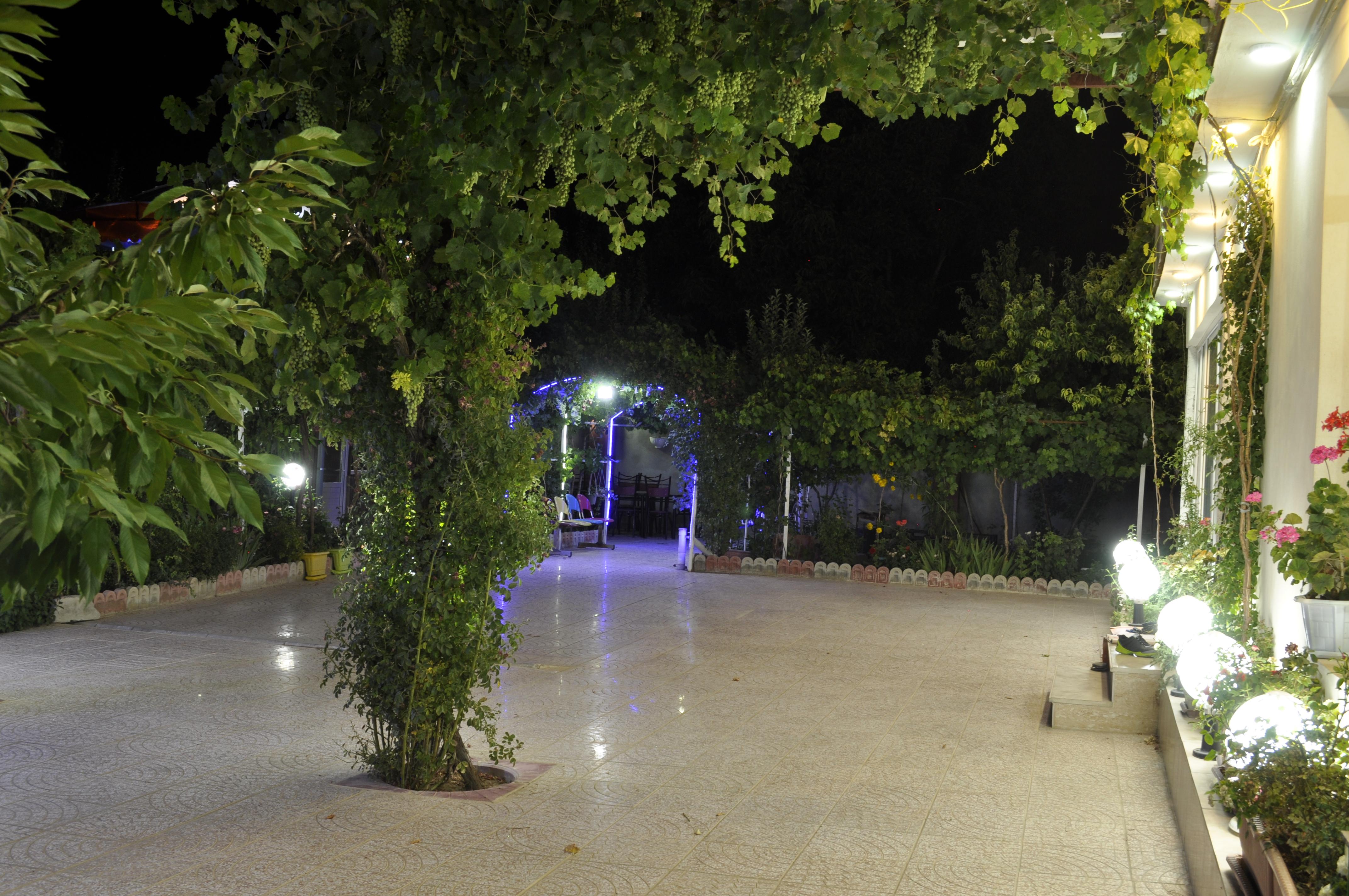 باغ بهشت کلبه 2