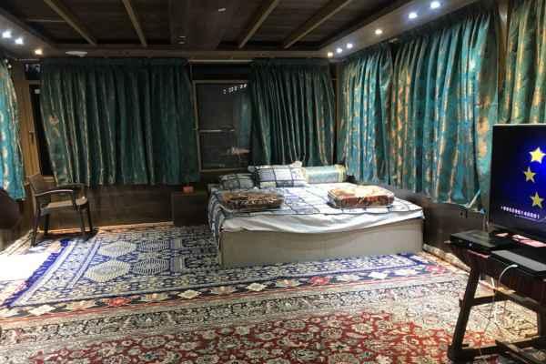 اقامتگاه  اتاق شیشه ای بزرگ