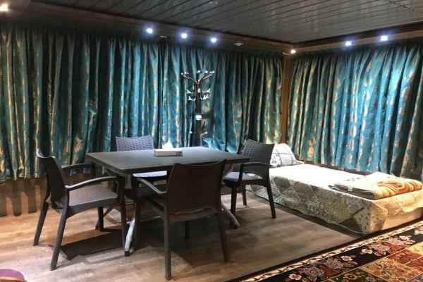 اقامتگاه اتاق شیشه ای بزرگ طبقه بالا