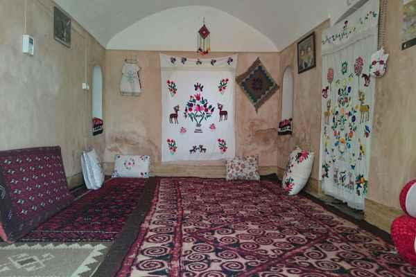 اقامتگاه کلوت کویر اتاق گور ایرانی